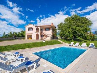 Geräumige und private Pool Villa, Wifi, eingezäunt