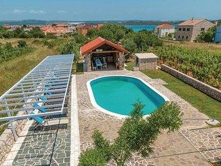 Ferienhaus mit viel Platz und großem Pool
