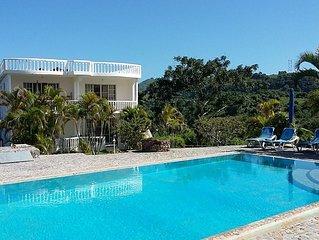 Villa / 110qm-Apartment mit Küche, Terrasse, Garten und Pool, Strand- + Stadtnah