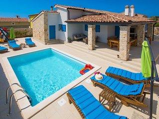 Warme, sonnige, private und familienfreundliche Villa