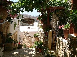 Traditionelles Dorfhaus mit Meerblick
