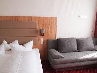 Dreibettzimmer mit Dusche und WC