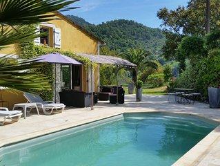 Villa tout confort avec piscine privée et jardin, à 15mn de la mer.