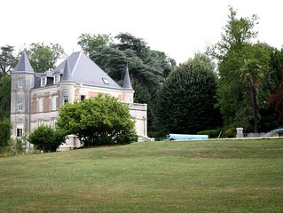 Château Charbontiere    (Max. 12 Personnes) à partir 240 Euros /jours