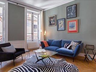 Confort - appartement haut en couleur dedie au cinema- place des Jacobins