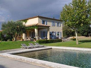 Tres belle propriete de vacances a Monteux, Vaucluse, piscine privee