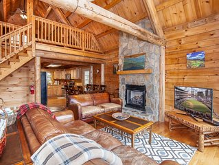 Log Cabin with Mountain Views, Hot Tub, Privacy, Arcade, Pet Friendly, Close to