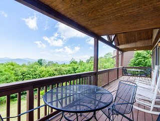 Mtn Home, Sits above Ski Slopes, Big Views, Hot Tub, King Suite, 3 mi from Blowi