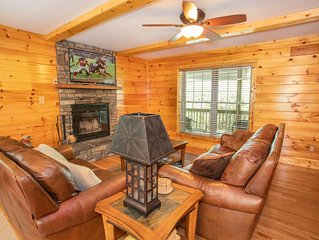 Cabin with Views of Grandfather, Hot Tub, 3 King Suites, Hike to Waterfall, Clos