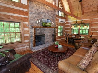 3BR Cabin, Hot Tub, Fishing Ponds, Pool Table, King Suite wJetted Tub, by Skiing