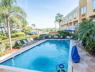 Couple's Miami Getaway! Lovely King Unit, Free Parking, Breakfast, Pool