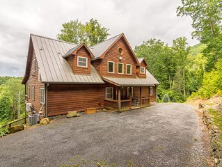 Private 5BR Mountain Lodge with Panoramic Views, Hot Tub, Fire Pit, Game Room, K