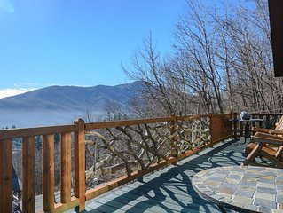 Mountain Home with View of Grandfather Mtn, Hot Tub, Pool Table, Updated Kitchen
