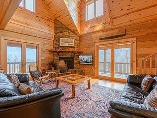 Cabin with Loft, Game Room, Hot Tub, Garage, Mountain Views, Pool Table, AC, Wra