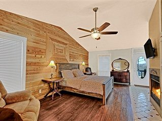 Ozark Spring Cabins Firefly Glow #4, King Bed, Giant Spa Tub, Kitchen, Secluded,