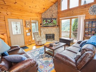 3BR Cabin on Watauga Lake, Hot Tub, Foosball, Pet Friendly, Deck & Grill