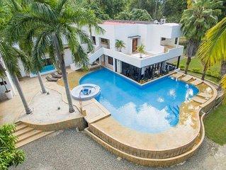 Luxurious Villa in Santa Fe with Pool & GYM by NOMAD GURU