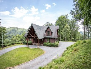 5BR Cabin, Views, Hot Tub, Sauna, Game Table, Walk to River, Close to Mast Store