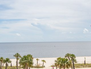Already Dreaming Of A White Sand Winter? 2 Bedroom / 2 Bath- Sleeps 6!