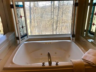 Ozark Spring Cabins Gale's Lair #5, King Bed, Giant Spa Tub, Kitchen, Secluded,
