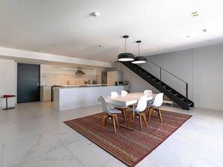 Montevideo 2/3 Deluxe Duplex Loft by NOMAD GURU