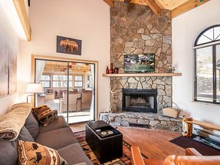 Charming Mountain Cottage, Big Views, King Master Suite, Pet Friendly, 5 min fro