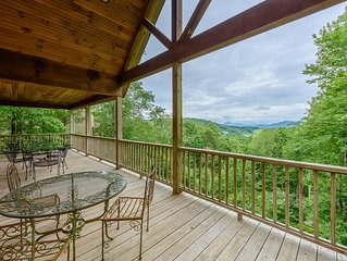Log Cabin, Long Views, King Suite w/ Jetted Tub, Updated Kitchen, Close to Attra