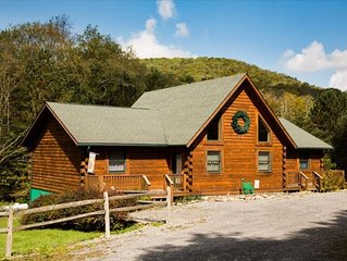 Gorgeous & Private Log Home steps to endless trails & Mirror Lake! Hot Tub, Pool
