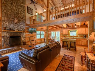 Cozy Mountain Cabin in 'The Lakes', Hot Tub, Game Room, Fire Pit, King Beds, Fis