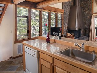 1 Wildflower: 2 BR / 2 BA condo in Sunriver, Sleeps 4