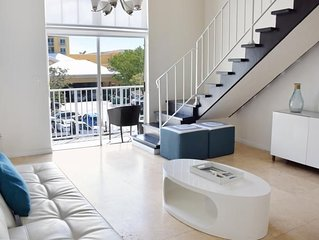 KEY BISCAYNE, COMFY 1BR LOFT WITH FULL KITCHEN! POOL, PRIVATE BEACH, PARKING!