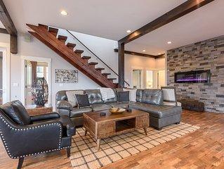 Rustic Elegant Home on Sugar Mtn, Views, Pool Table, King Suite, Fire Pit, Shutt
