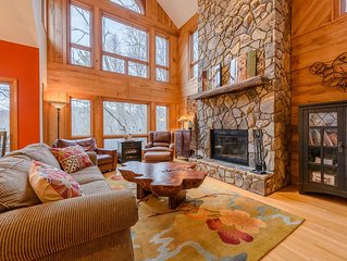 Three-Level Cottage with Hot Tub, 2 Master Suites, Game Room, Customized Decor,