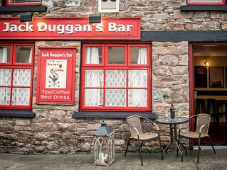 Private Pub on Ireland's Wild Atlantic Way and close to Killarney (sleeps 10)