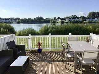 Hello and welcome to our lakeside holiday home !!