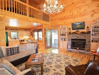 3BR Cabin in Boone, Mtn Views, Hot Tub, Pool Table, King Suite, Near Golfing & A