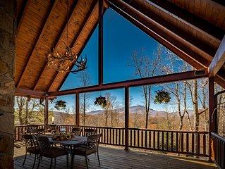 4BR/4BA Log Home at Twin Rivers, with Long Range Views, Hot Tub, Pool Table, and