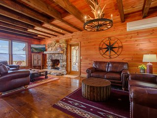3BR/3.5BA Luxury Mountain Home with Gorgeous Views, Hot Tub, Pool Table, King Su
