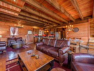 Luxury Mountain Home with Gorgeous Views, Hot Tub, Pool Table, King Suites