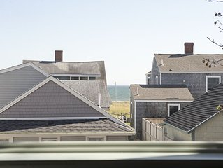 OCEAN VIEW- 3rd from water- cable/wifi internet & AC