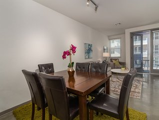 Charming Apartment Near Americana