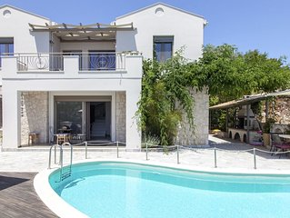 Early bird Offer: Luxury villa ideal for families just 2 min away from the beach