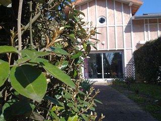 villa patio le long du lac et à 300m du coeur historique Hossegor