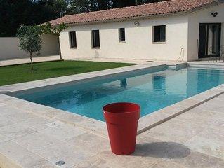 Au pied du Ventoux,  gîte neuf climatisé avec piscine privée