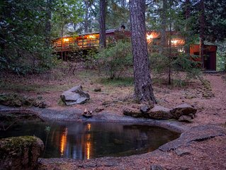 Ahhh...The Cabin Just A 10 Minute Walk To The Pristine Smith River!
