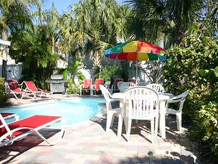 Perfect Location, Walk to Beach, Pier 60, Frenchy's & Palm Pavilion, Island fun!
