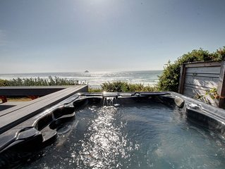 Magnificent Oceanfront Beach House & Oceanfront Hot Tub with Breathtaking Views