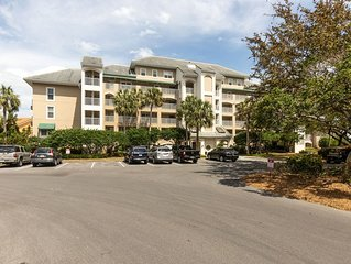 Spacious 2BD/2BA in Players Club with a GOLF CART and Amazing Bay Views!!