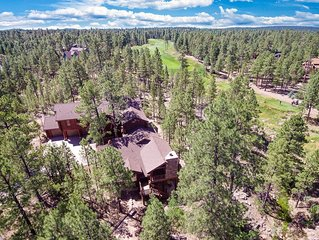 LOGHOME NESTLED IN PINES: spacious, beautiful deck, views, free wifi, media room