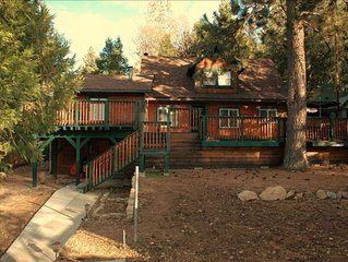 3BEARS LAKE CABIN-WALK TO LAKE & TOWN-POOL TABLE- WIFI-CABLE-BBQ-HORSESHOE PIT